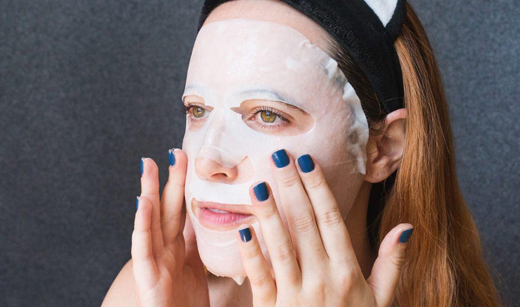 Cara menggunakan sheet mask agar manfaatnya maksimal