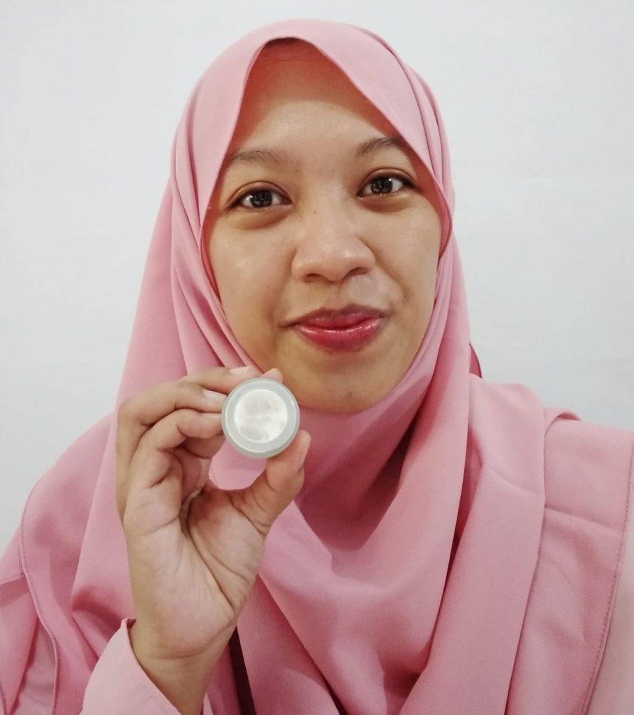 Tekstur Avoskin Ultra Brightening Cream
