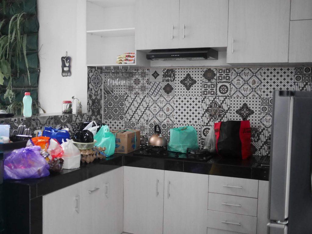 Dapur lengkap dengan kitchen set