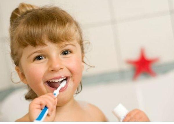 Tips agar anak mau menggosok gigi