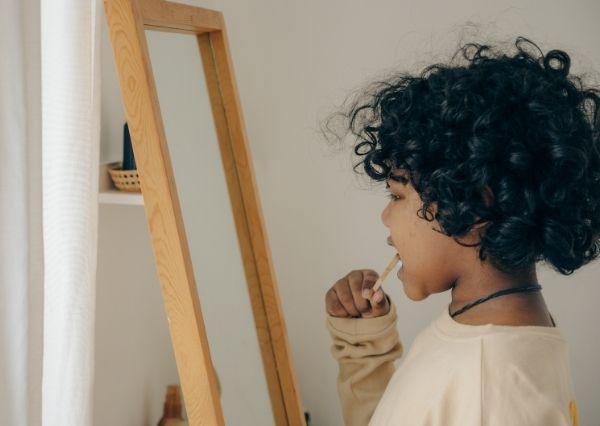 Mengajarkan cara menggosok gigi pada anak