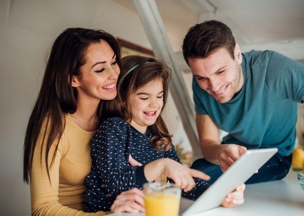 Mengajarkan literasi digital pada anak