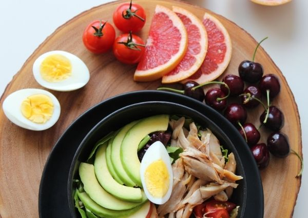 Pola makan yang buruk dapat memicu jerawat di pipi