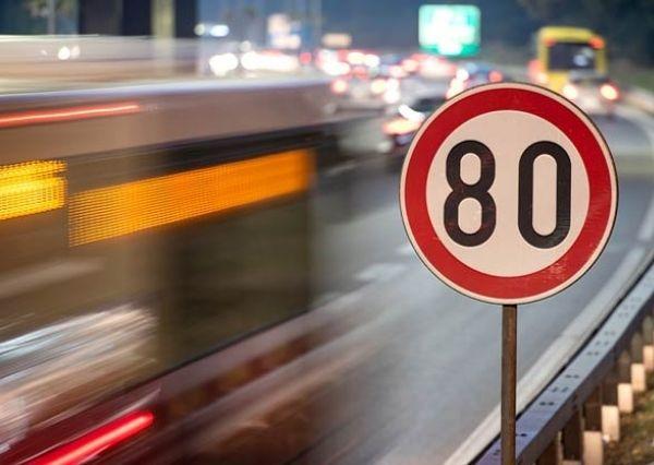 Patuhi batas kecepatan di jalan tol